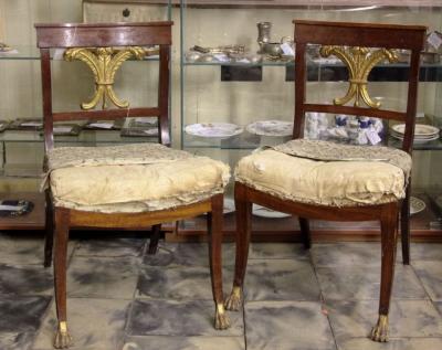Cтаринные стулья в стиле