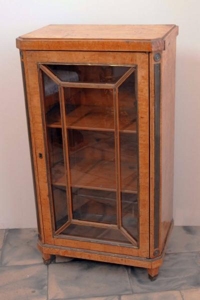 Книжный шкаф карельской берёзы декорированный латунными золочёнными тягами в стиле Жакоб