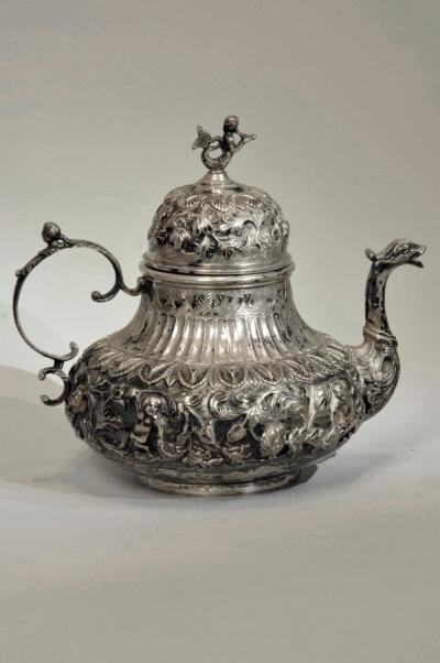 Чайник старинный серебряный