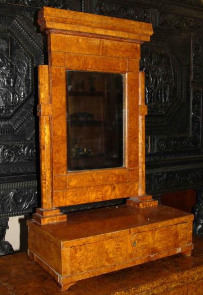 Настольный туалетный столик фанерованный карельской березой в стиле Ампир