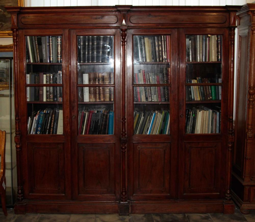 Книжный шкаф на четыре створки с точёнными колоннами в Эклектичном стиле