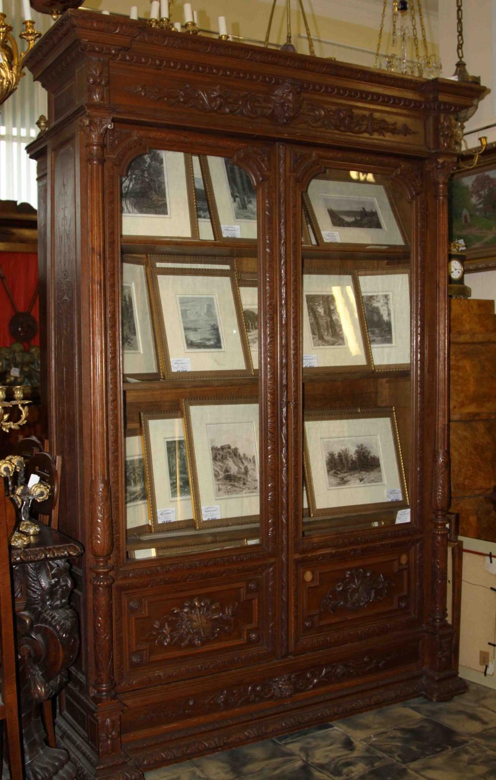 Шкаф книжный на две створки с резным декором в эклектичном стиле