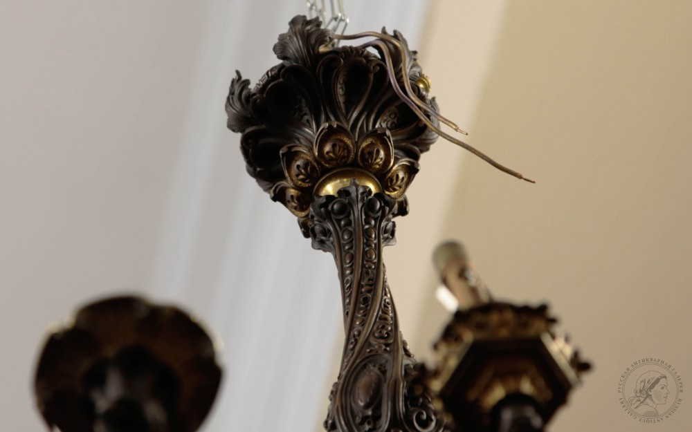 Люстра бронзовая в неоготическом стиле