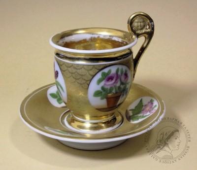 Чайная пара с букетом цветов
