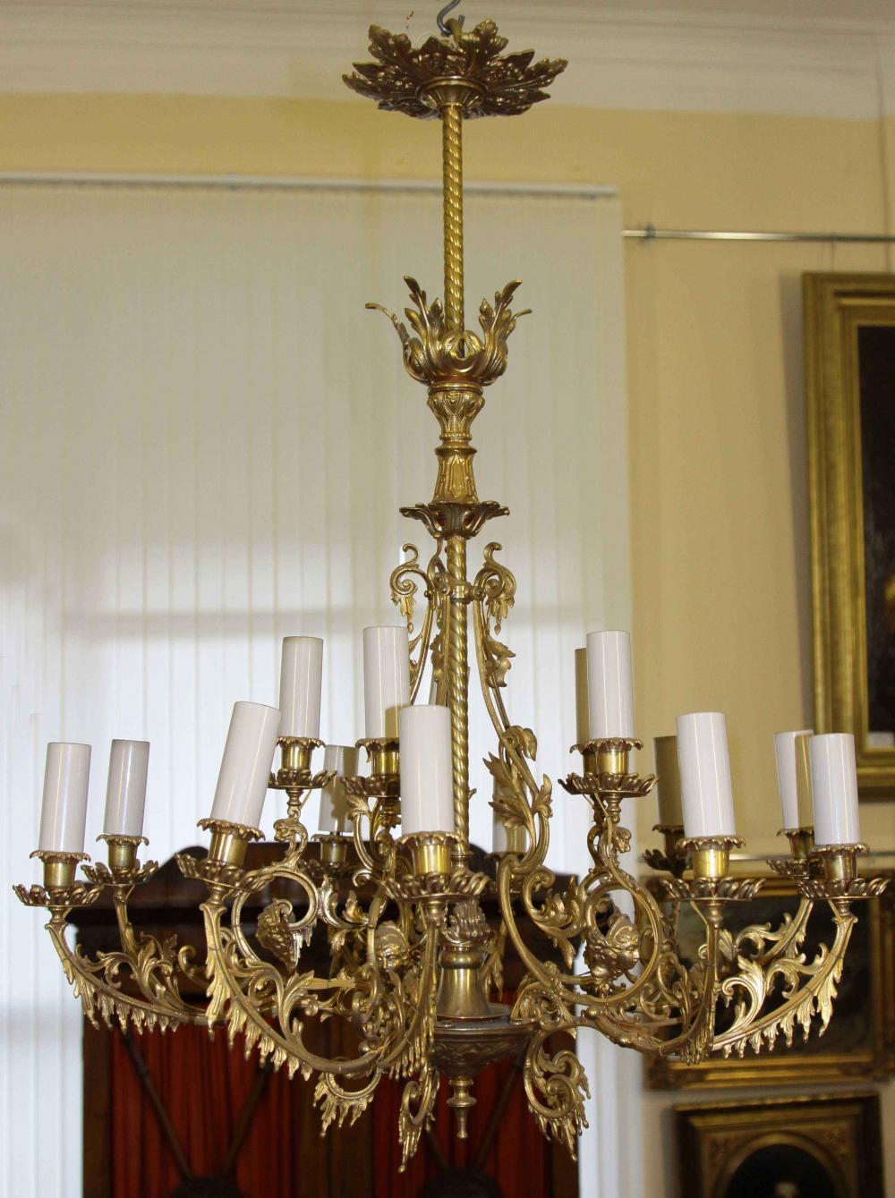 Люстра старинная бронзовая золочённая в эклектичном стиле на пятнадцать свечей