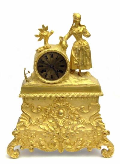 Часы бронзовые золочёные каминные «Девочка в платье»