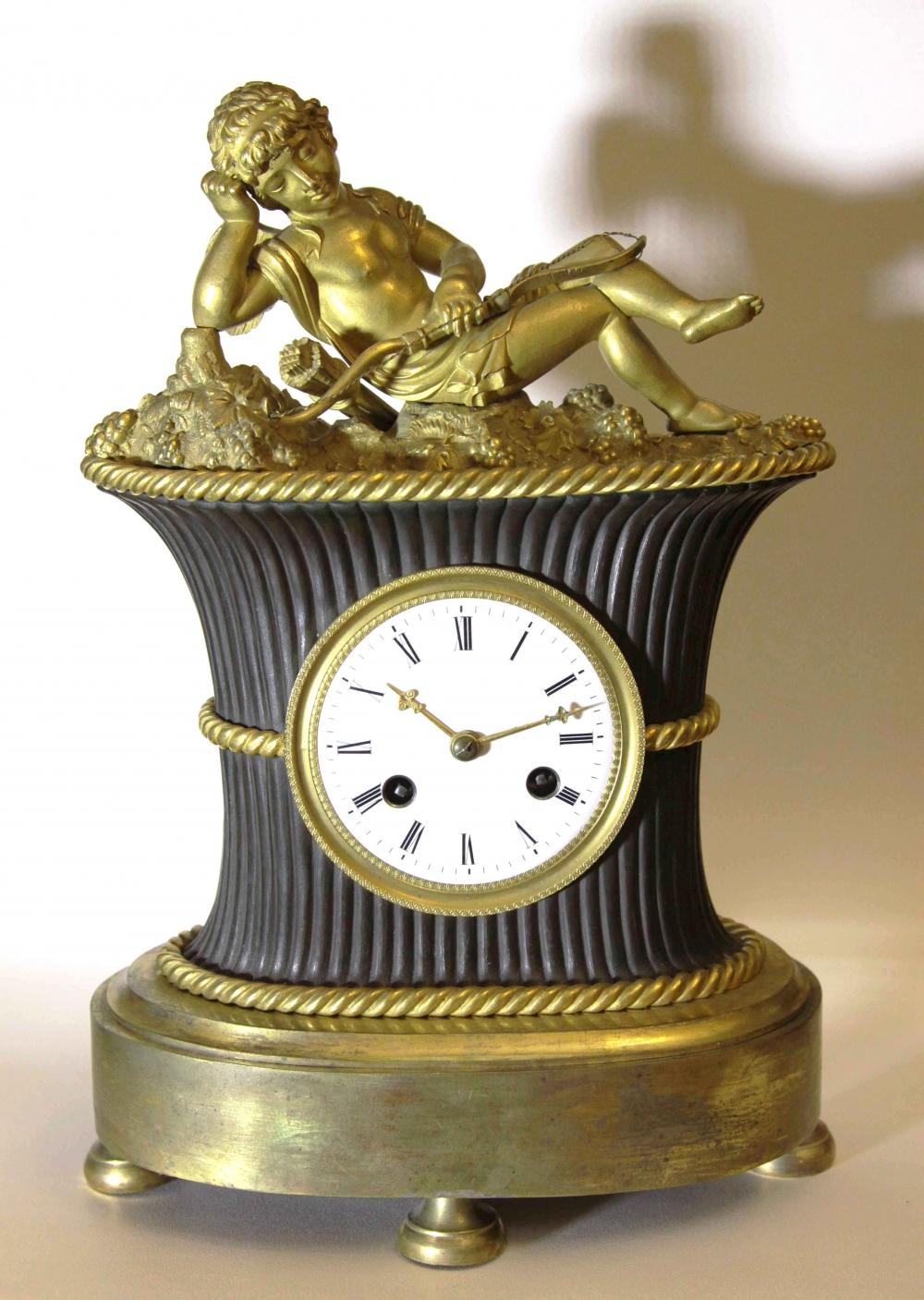 Часы бронзовые золочённые каминные «Спящий Амур»