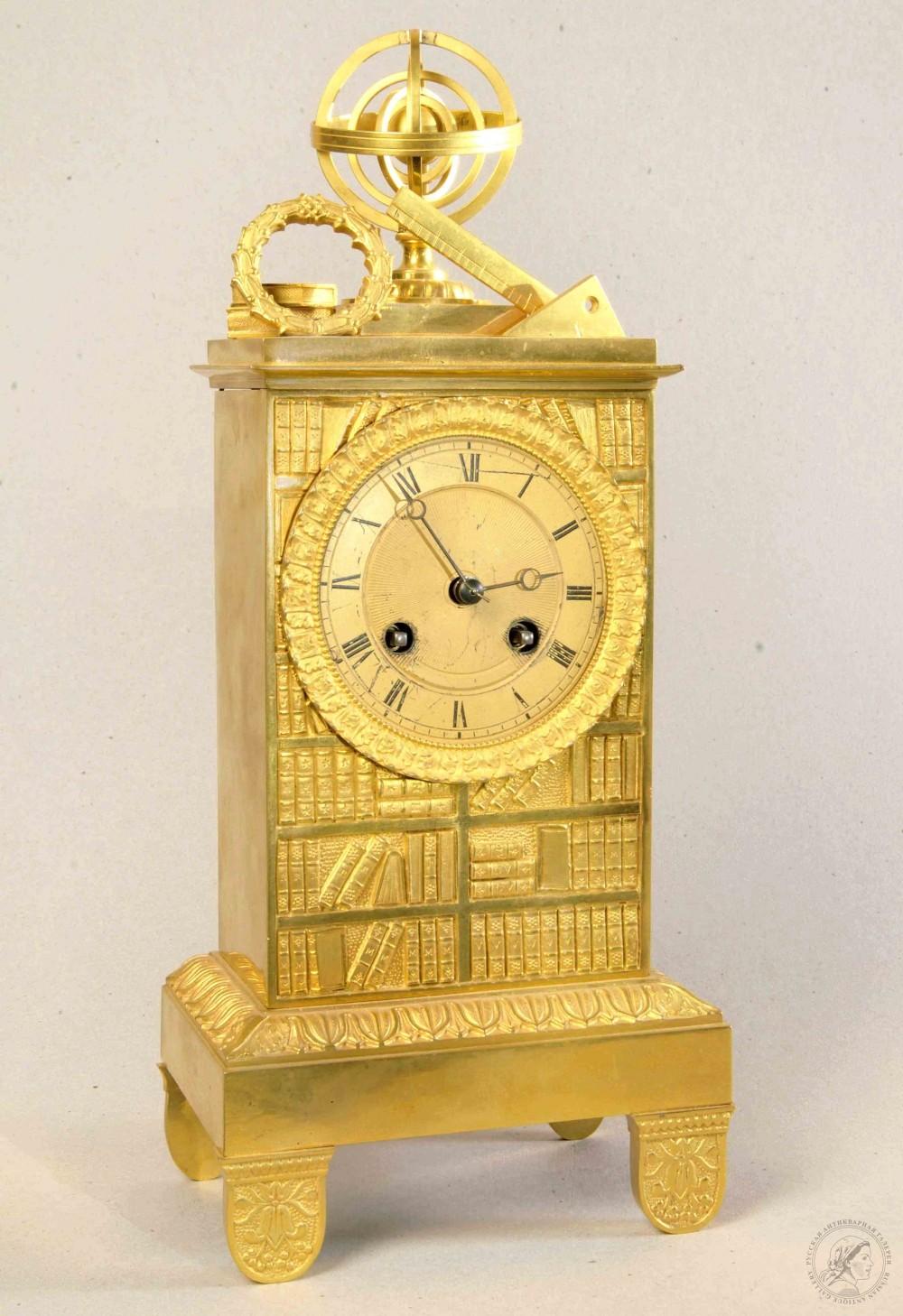 Часы бронзовые каминные золочённые в стиле ампир «Знание»