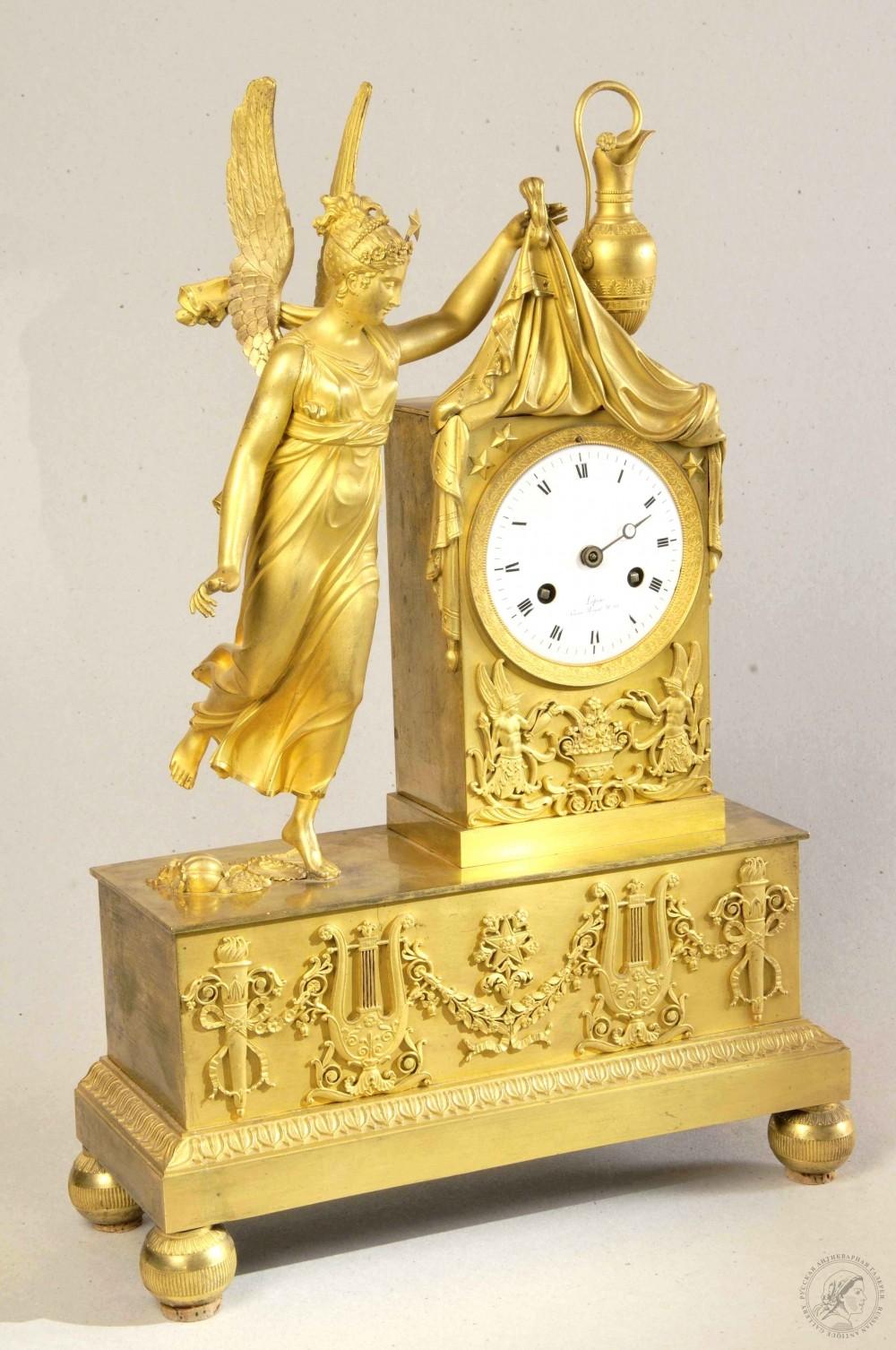 Часы каминные бронзовые золочённые в стиле ампир «Ника»