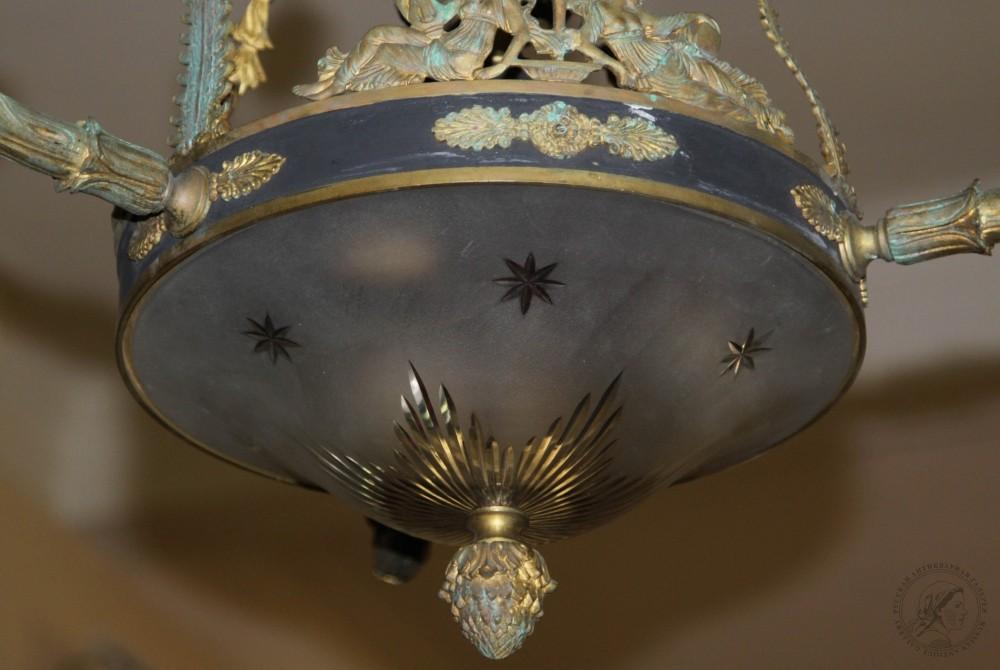 Люстра бронзовая в стиле Ампир со стеклянным плафоном на пять точек