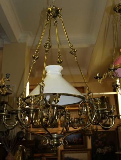 Люстра бронзовая в стиле модерн на тринадцать свечей с плафоном молочного стекла