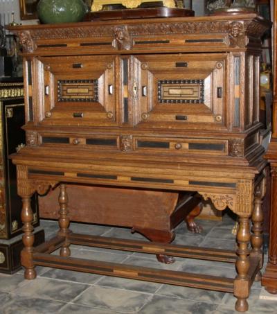 Шкаф двух створчатый дубовый в стиле ренессанс с резными элементами конца 17 века