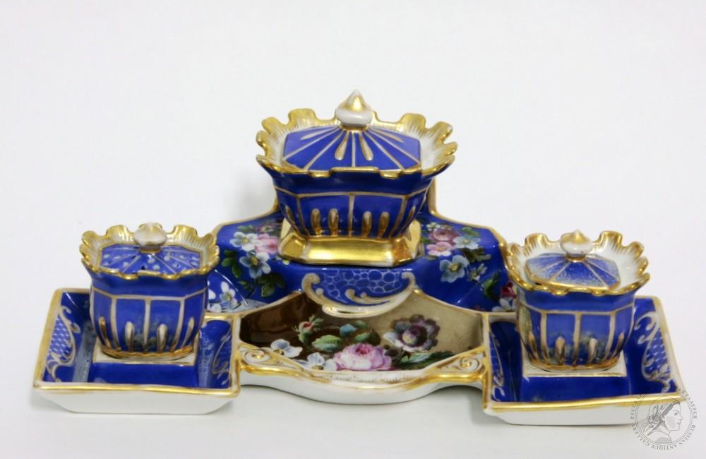 Фарфоровый письменный прибор из трёх предметов (частный завод Попова) «Цветы на синем фоне»