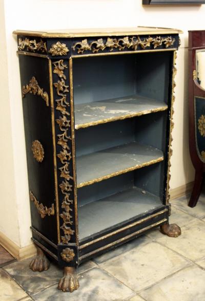 Шкаф книжный открытый на львиных лапах с позолоченными элементами