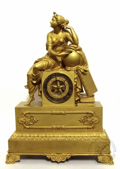 Часы старинные каминные бронзовые золочёные «Аллегория науки»