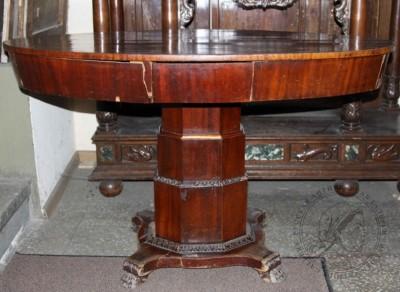 Гостиный стол красного дерева в стиле Ампир