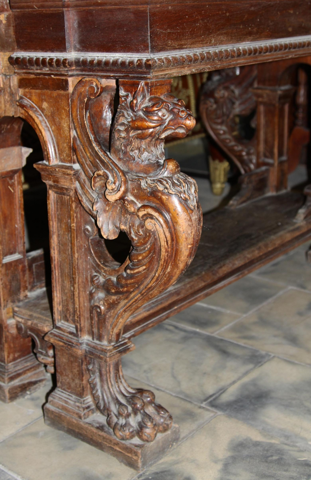 Стол библиотечный с фигурами грифонов в стиле эклектика