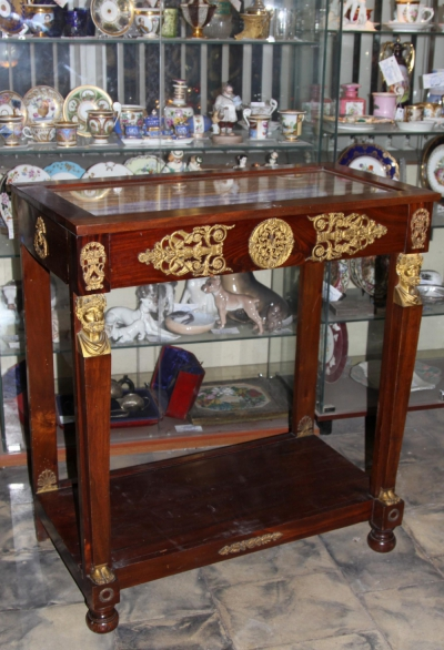 Стол витрина с бронзовыми накладками стиле Ампир