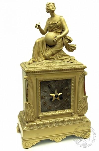 Часы в стиле ампир «Аллегория науки» с посеребрённым циферблатом