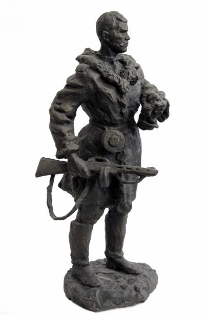 Скульптура гипсовая «Партизан»