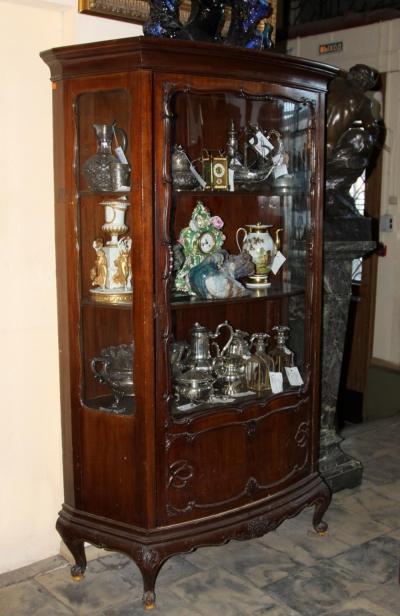 Горка витрина в стиле рококо