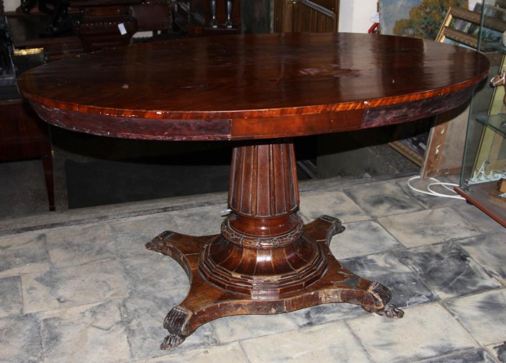 Гостиный овальный стол красного дерева в стиле Ампир