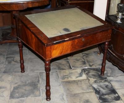 Стол бюро красного дерева с откидной крышкой