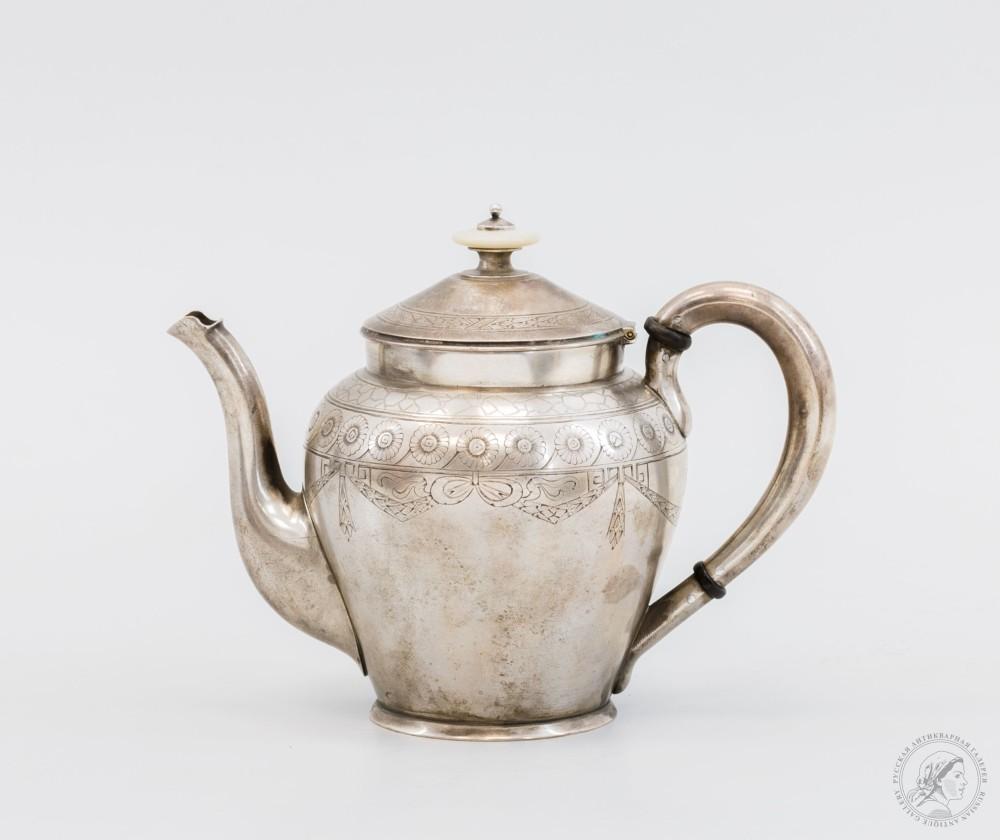 Серебряный чайник с орнаментальным декором