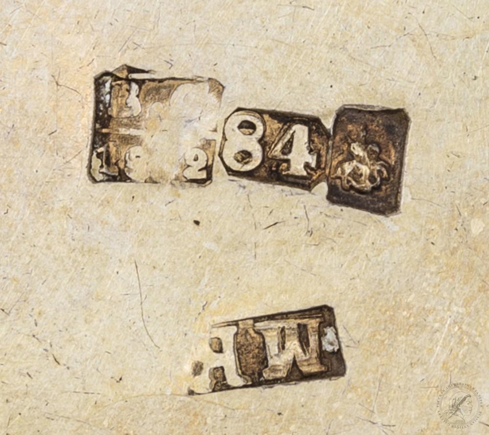 Парные серебряные стопки с резным декором