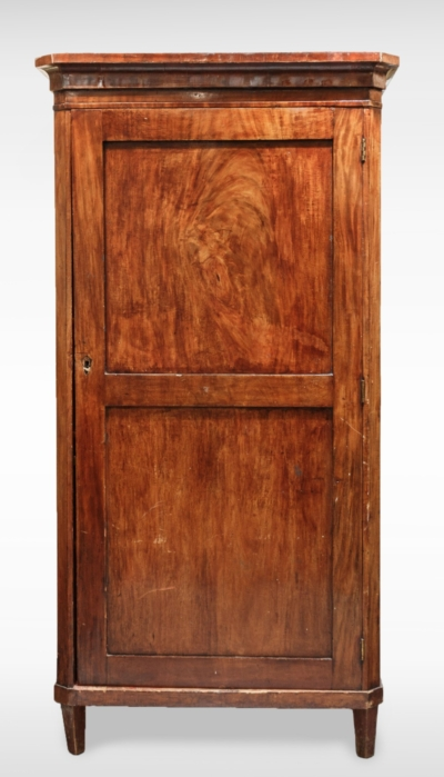 Бельевой шкаф красного дерева
