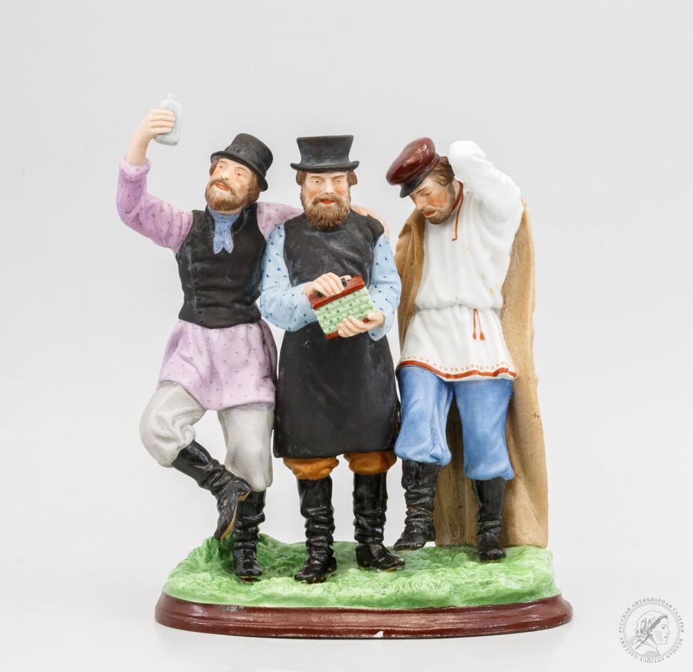 Фарфоровые статуэтки одни из самых популярных среди коллекционеров предметов старины
