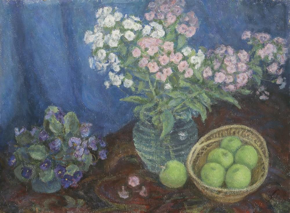 Натюрморт «Флоксы, фиалки и зеленые яблоки»
