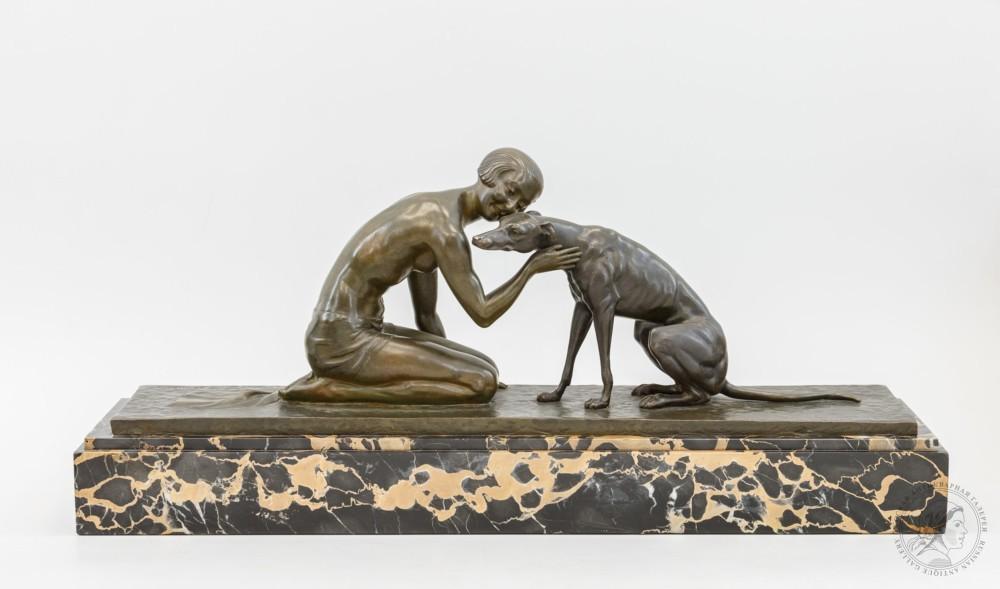 Бронзовая скульптура в стиле Ар-Деко «Девушка с собакой»