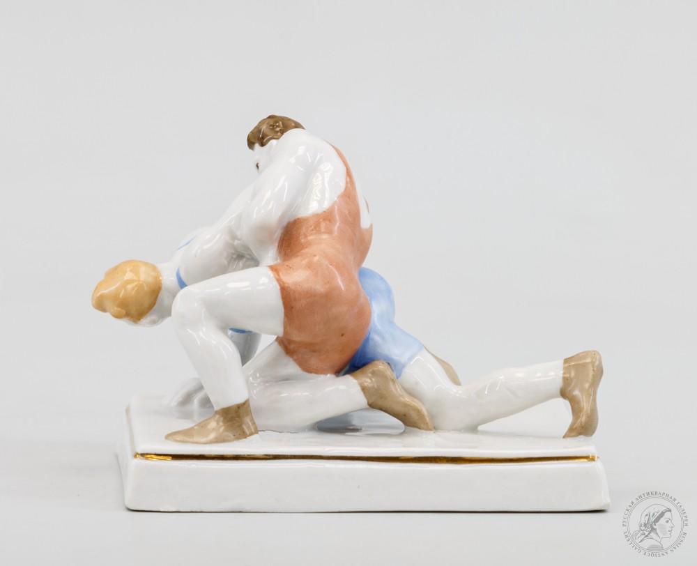 Скульптура «Борцы» Дулёвского фарфорового завода