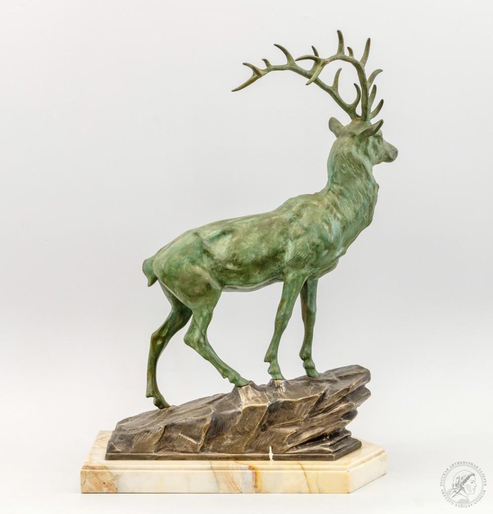 Скульптурная композиция «Олень на камне»