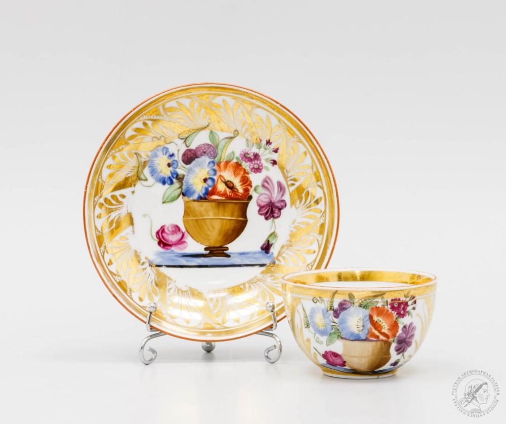 Фарфоровая чайная пара «Букет с вьюнками в коричневой вазе»