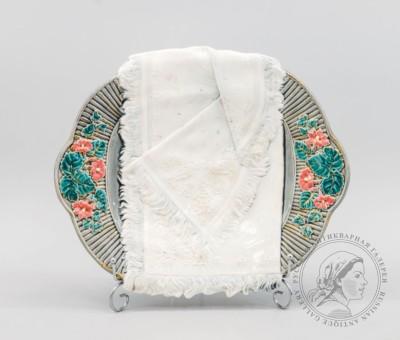 Сухарница со стилизованным полотенцем Кузнецовского фарфорового завода