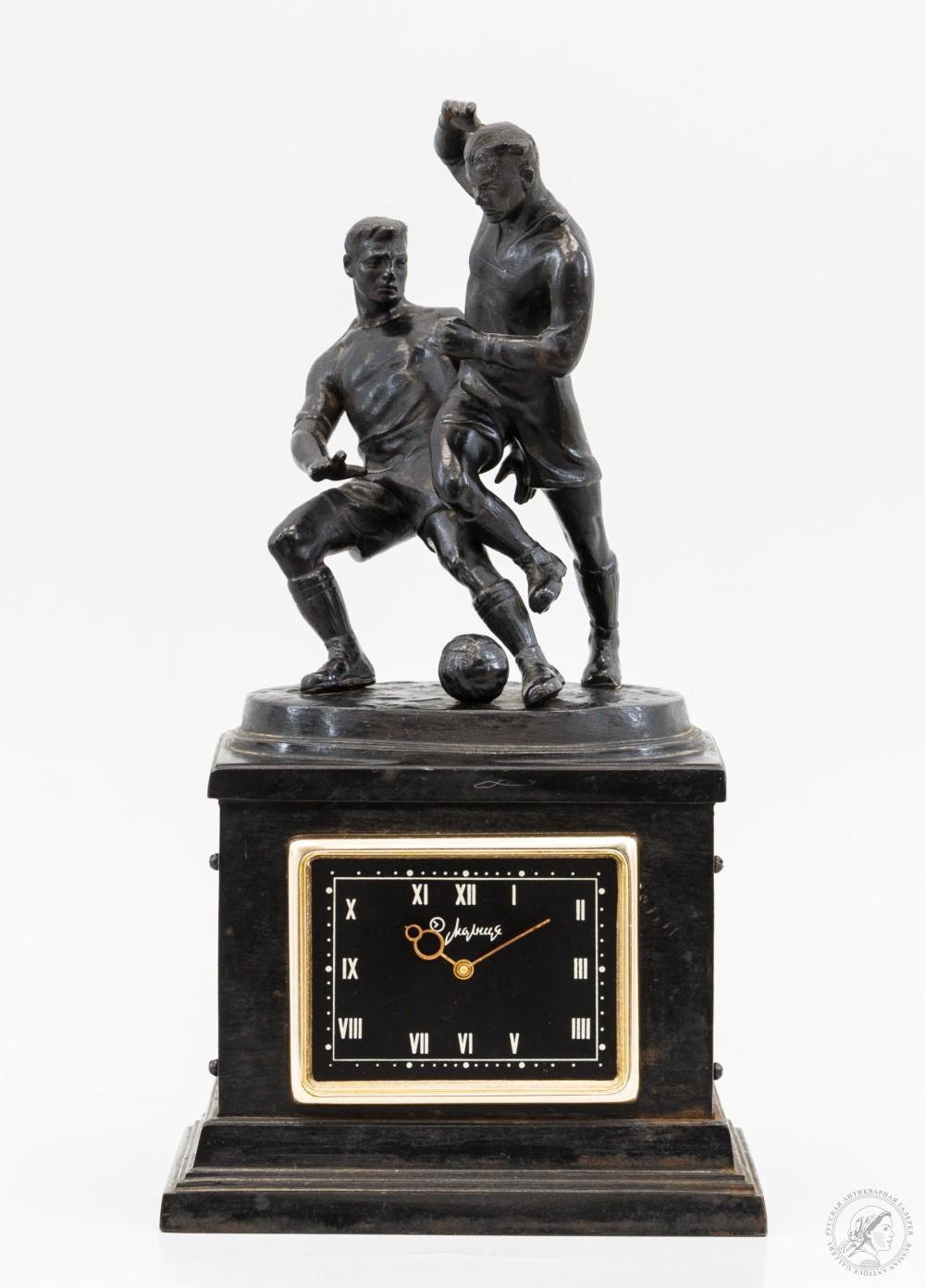 Часы настольные каслинский литейный завод «Футболисты»