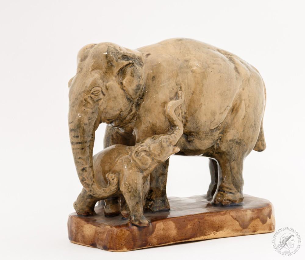 Скульптурная композиция «Слониха и слонёнок»