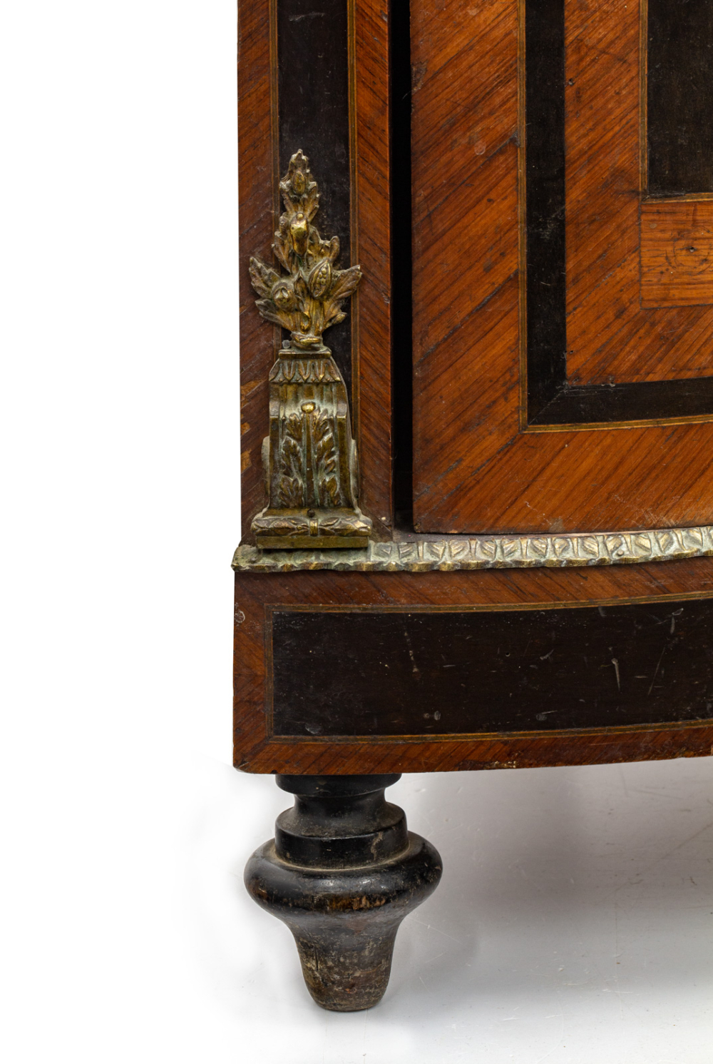 Шкаф угловой в технике маркетри с бронзовыми золочёнными накладками