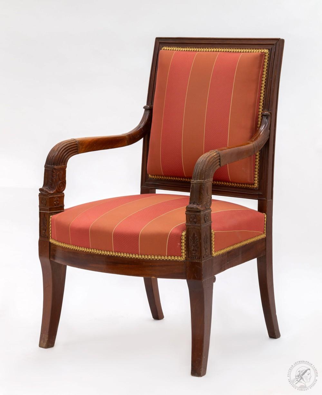 Купить старинную мебель