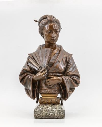 Старинный бронзовый бюст «Японка в кимоно с веером»