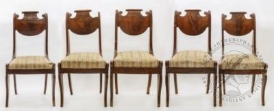 Пять стульев красного дерева