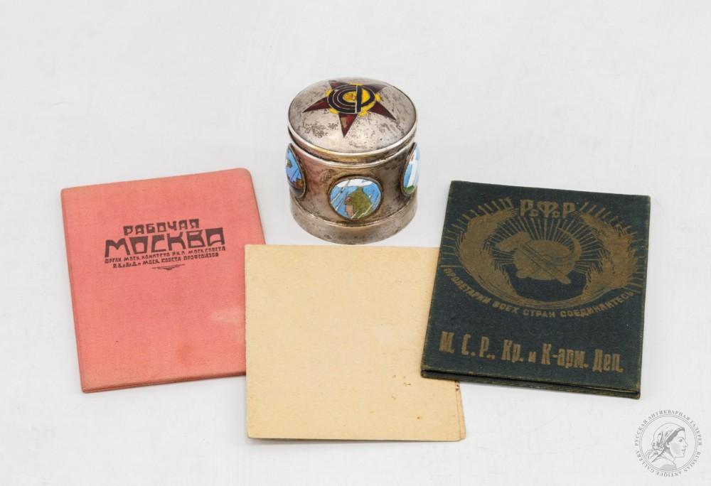 Чернильница со звездой и документы