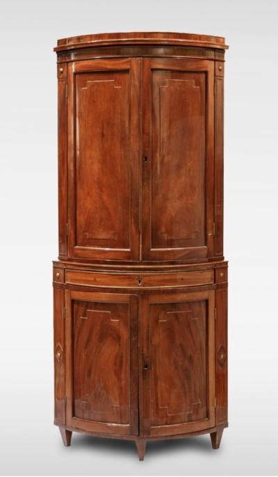 Угловой шкаф красного дерева в стиле ампир