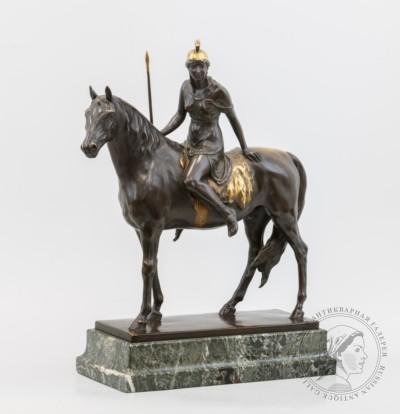 Скульптура «Амазонка»
