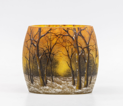 Ваза с изображением пейзажа c деревьями