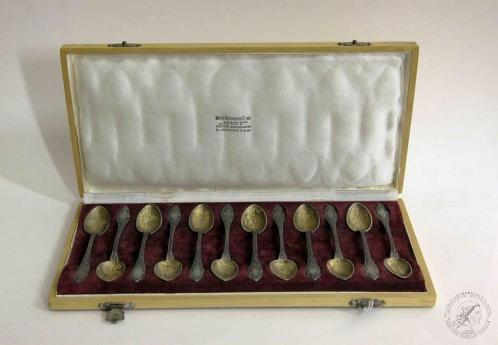 Ложки кофейные старинные серебряные (12 штук)