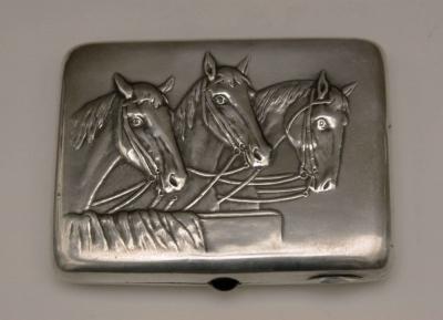 Портсигар серебряный Тройка Лошадей
