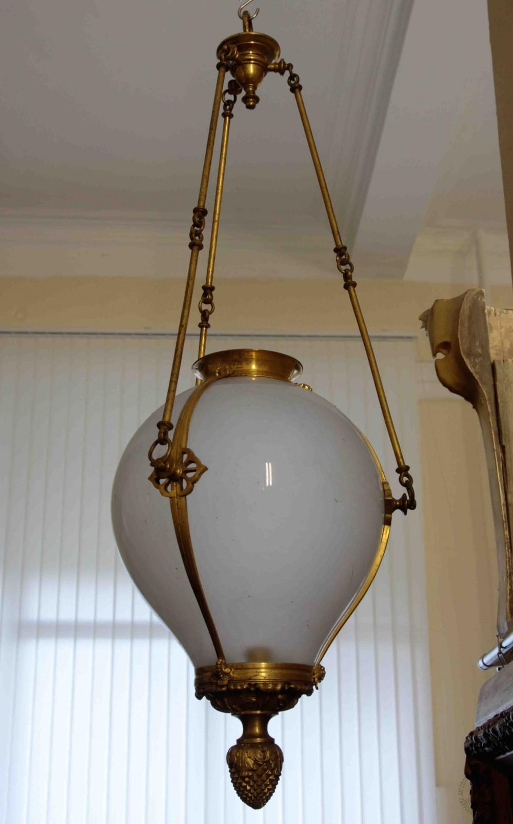 Люстра - фонарь молочного стекла в неоклассическом стиле